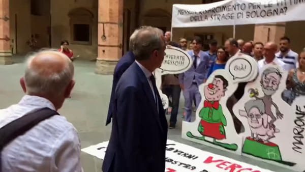 2 agosto 2017 strage bologna contestazioni M5s (1)